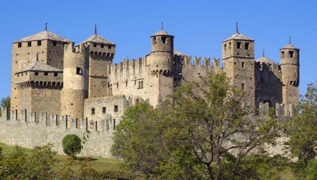 castello-di-fenis-valle-d-aosta